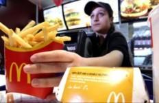 handing-fries